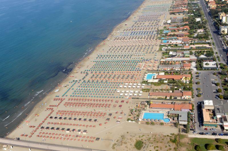 Bagno biancamano marina di pietrasanta - Bagno genova viareggio prezzi ...